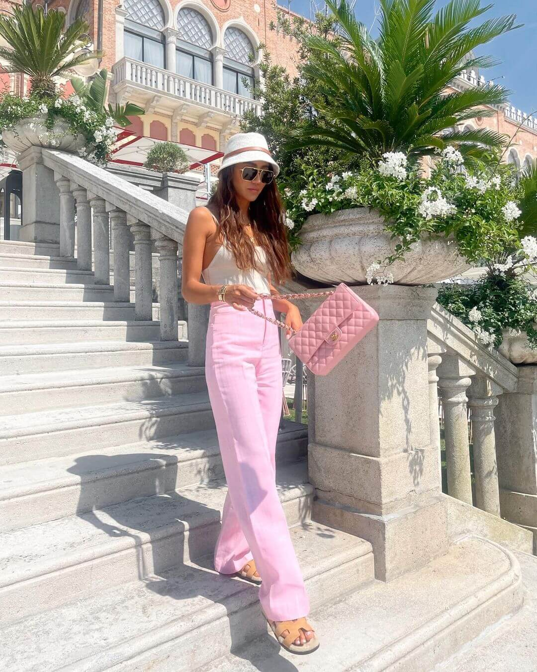 This Casual Cool Outfit Makes Us Want To Wear Pink