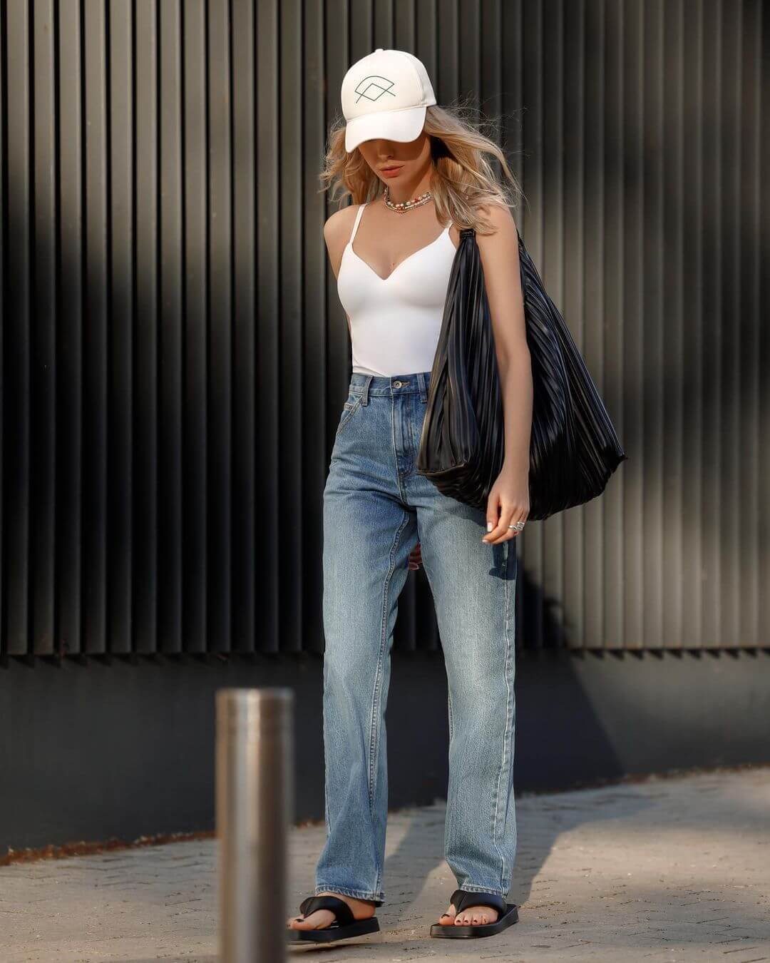 This Casual Outfit Is Perfect For Running Errands In Style
