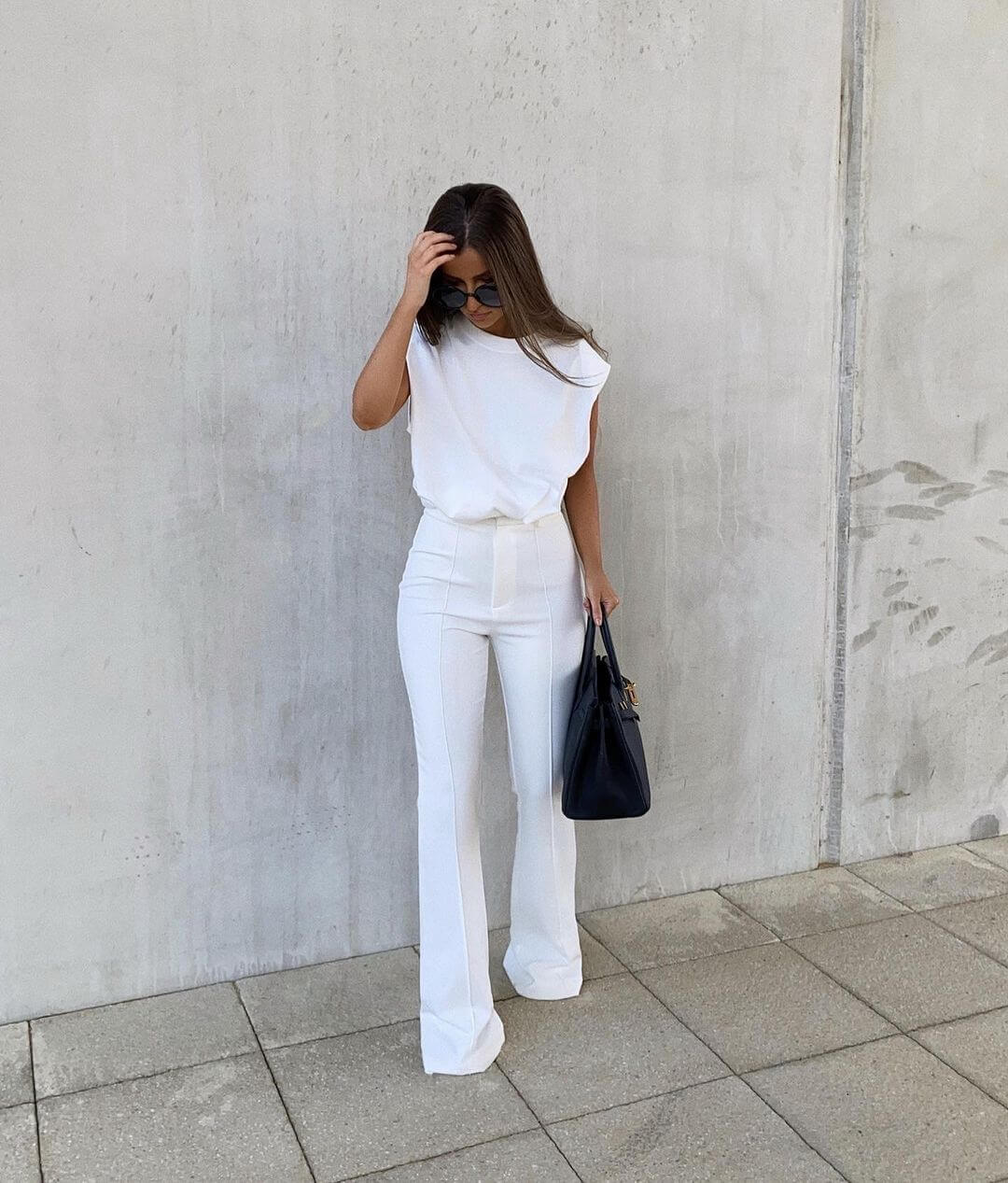 This Muscle Tee Outfit Is The Epitome Of Chic